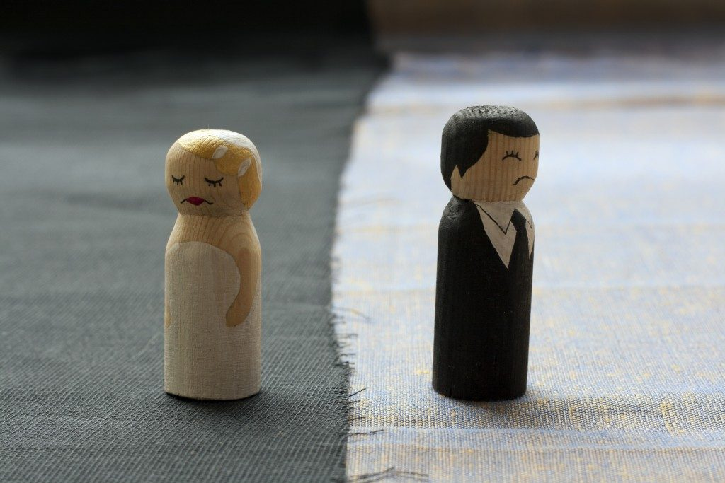 Sad husband and wife wooden dolls