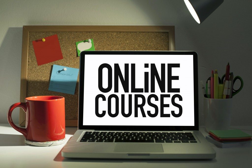 Online courses on laptop