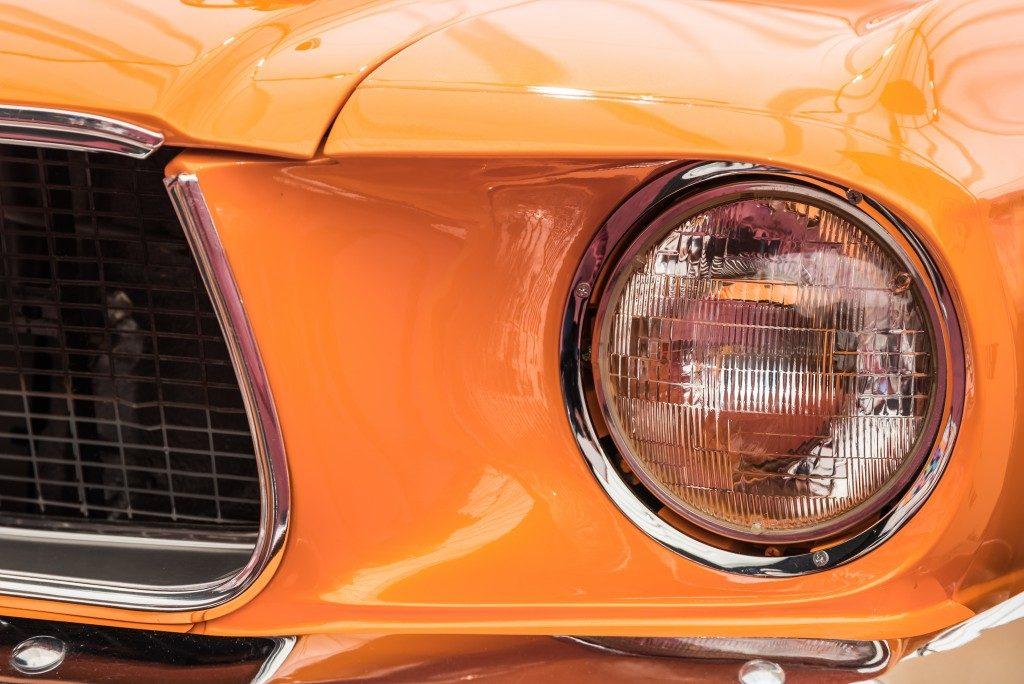 zoom in on orange car