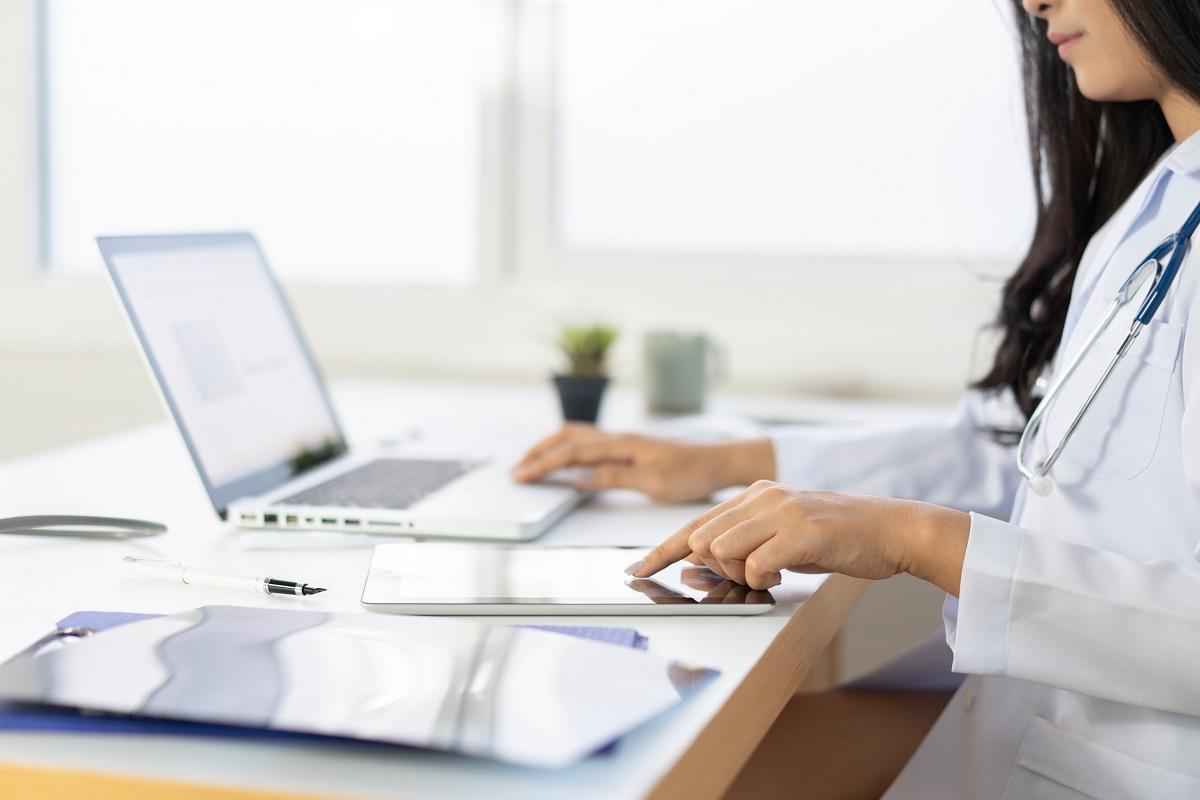 girl writing a blog